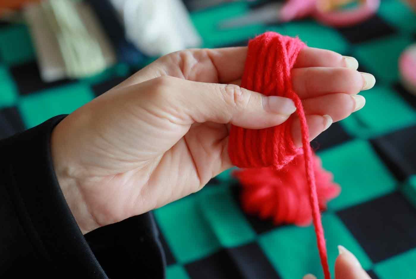 毛糸で髪の毛を作る